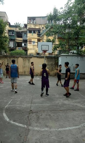 Image may contain: one or more people, people playing sport, basketball court, tree and outdoor